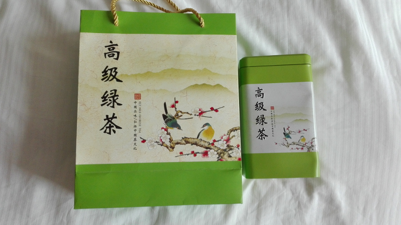 Dárek od majitelů firmy - zelený čaj.