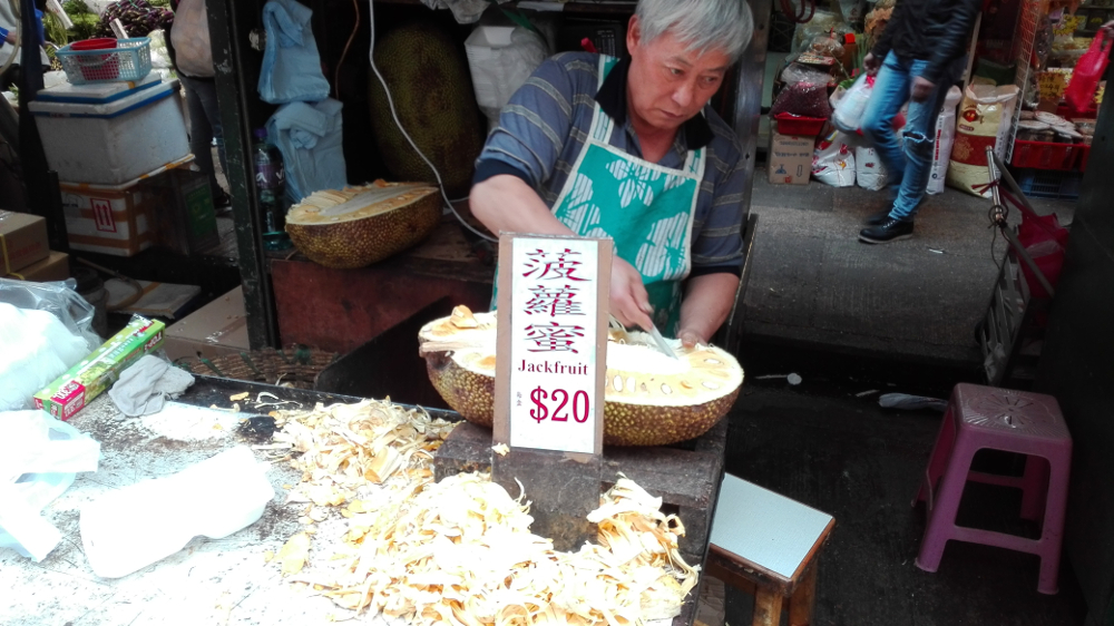Místní trh v Kowloon, Hong Kong.