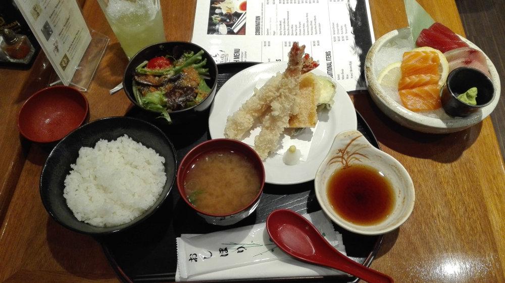 Sashimi v japonské restauraci.